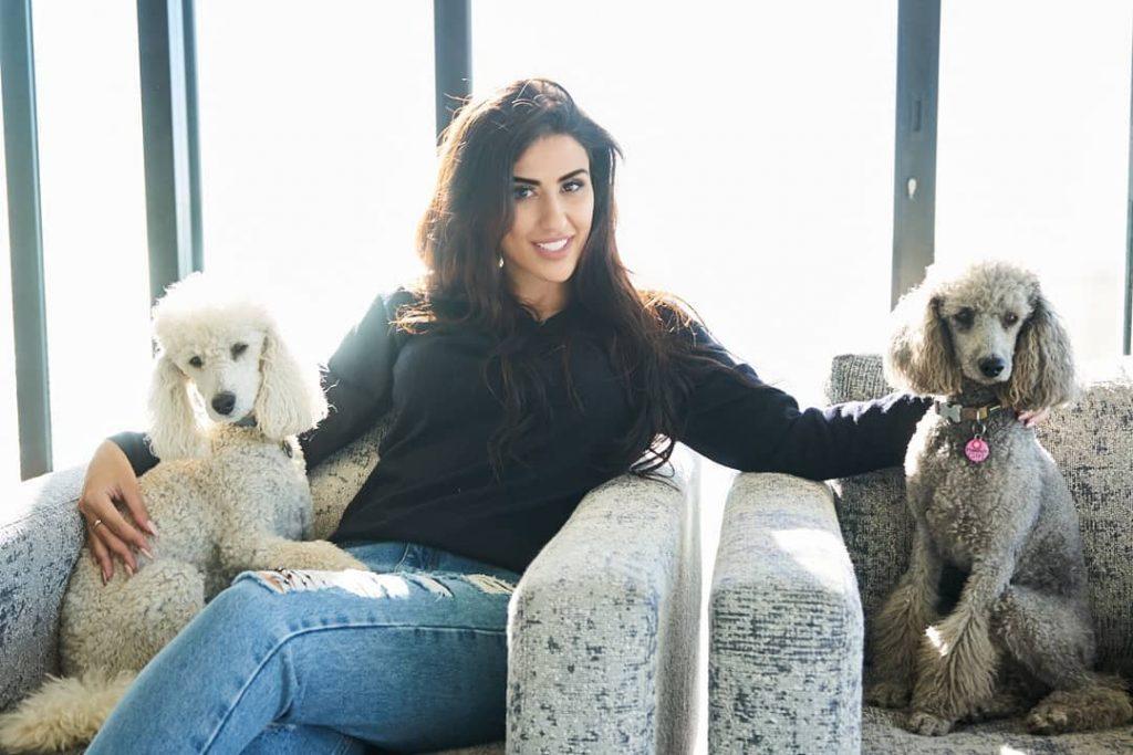 ملیکا رضوی اولین پوکر باز و شعبده باز زن ایرانی