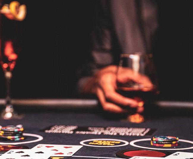 آیا در بازی بلک جک 21 میتوان به ثروت زیادی رسید؟| راهنمایی امکانات بازی بلک جک