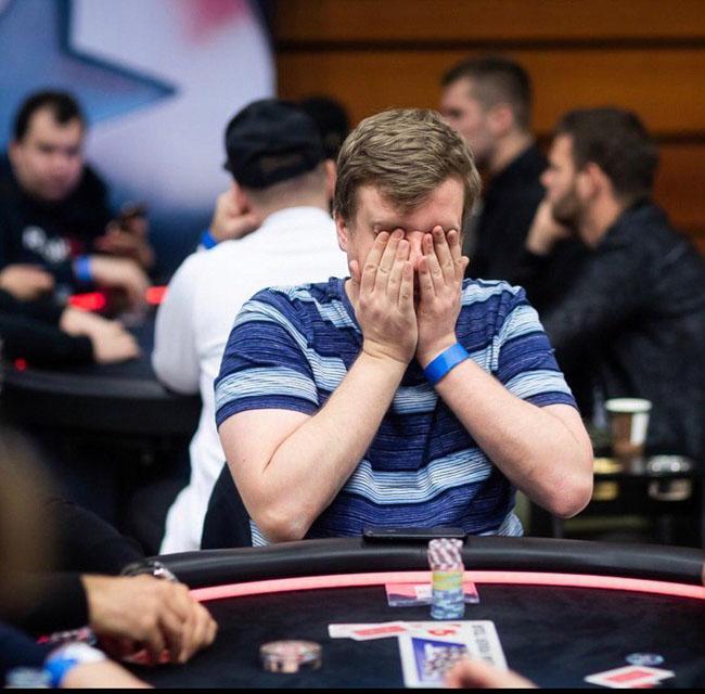 عامل موفقیت در بازی پوکر تجربه است یا شانس؟ | راز برد در بازی پوکر