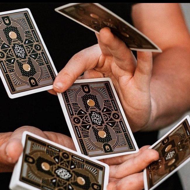 تفاوت بازی بلک جک و پوکر آنلاین کازینویی | کدام بازی پولساز تر هستند ؟