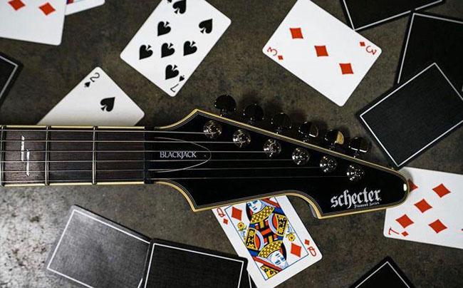 چگونه دست دیلر را در بازی بلک جک بخوانیم؟ (راهکار تضمینی 100%)