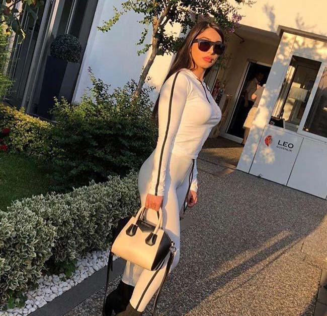 بیوگرافی و تصاویر سکسی صبا پارسیان دوست دختر داوود هزینه (18+)