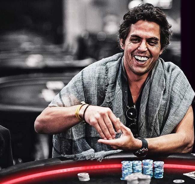 چگونه بلوف زدن در بازی پوکر را متوجه شویم؟   استراتژی پولساز بازی پوکر 100%