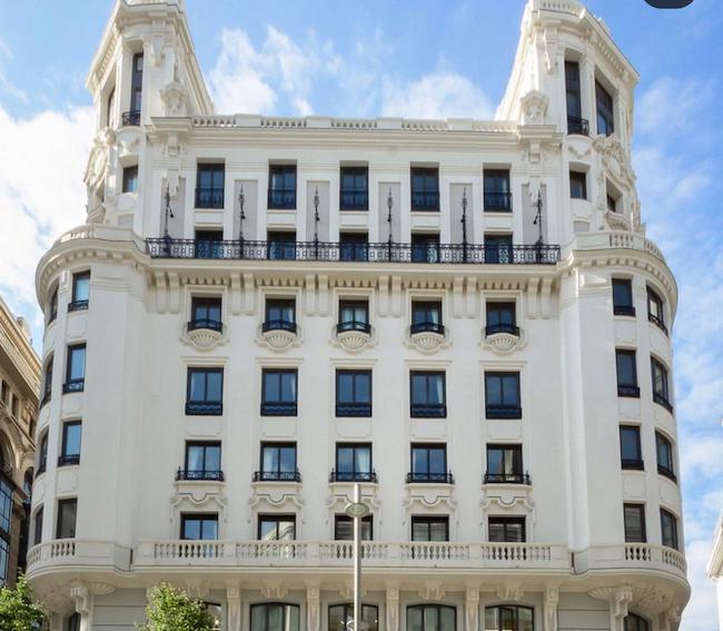 شکایت از رونالدو برای انتخاب زشت بالکن خانه اش (+عکس)